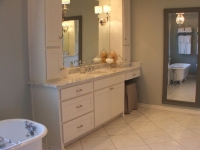 vanity-with-tub-reflection