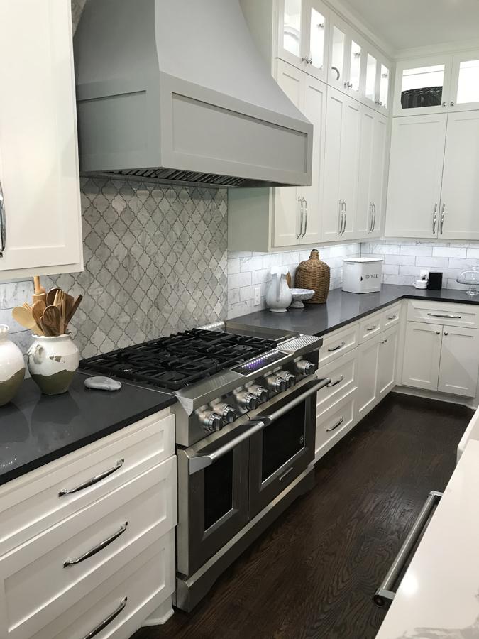 Kitchen range with backsplash